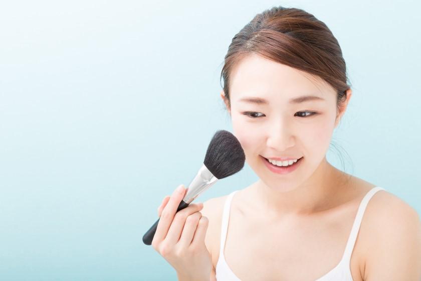 面接で成功する清潔感のある化粧の2ステップ